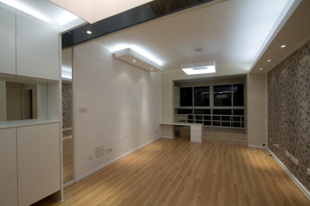 白色门套踢脚线,厅的墙壁用什么颜色好看?传统的白墙吗?