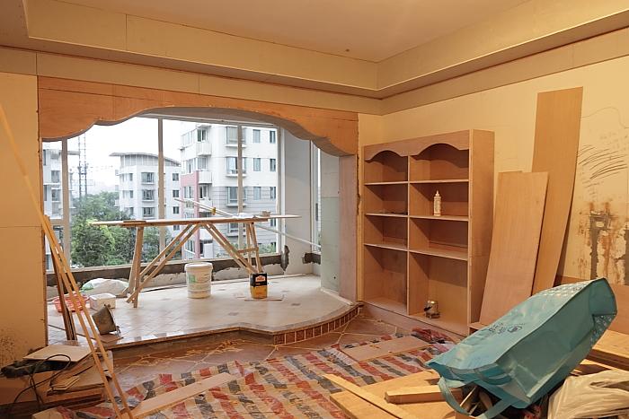 新房装修尾声,所有柜子木工师傅现场打造,17500元价格贵吗?