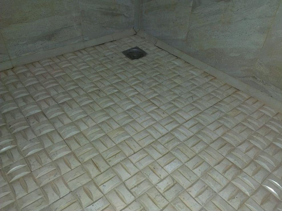 淋浴房地面贴哪种砖防滑效果好 装修讨论 篱笆网
