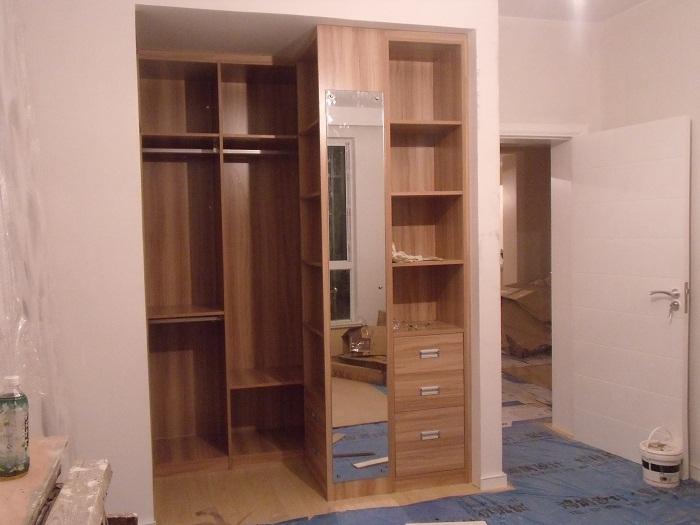 衣柜的整体,就差两扇移门了