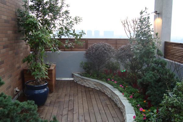 花池外围采用文化石,顶部采用大理石封顶
