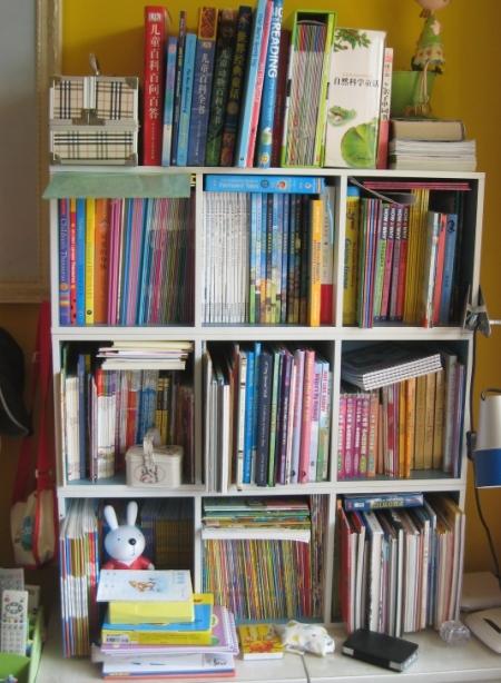 如照片所示,这样一个书架,3层分别是独立的,我把它们叠起来用的.图片