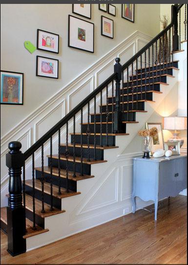 我家楼梯靠墙的线条要做这么高好看些吗?