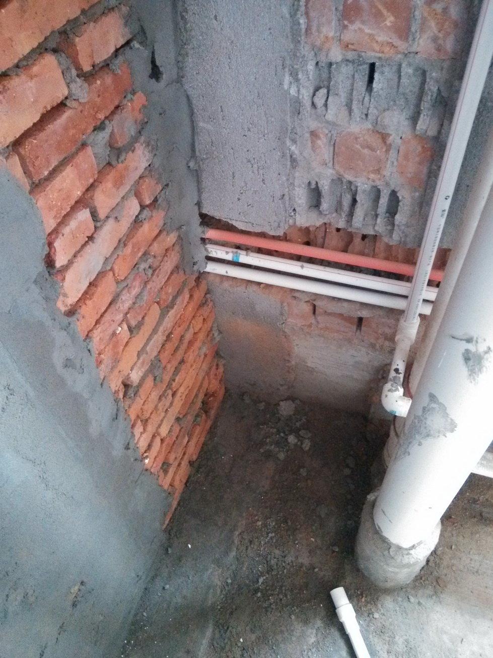 【厨房新墙体与落水管之间的距离】