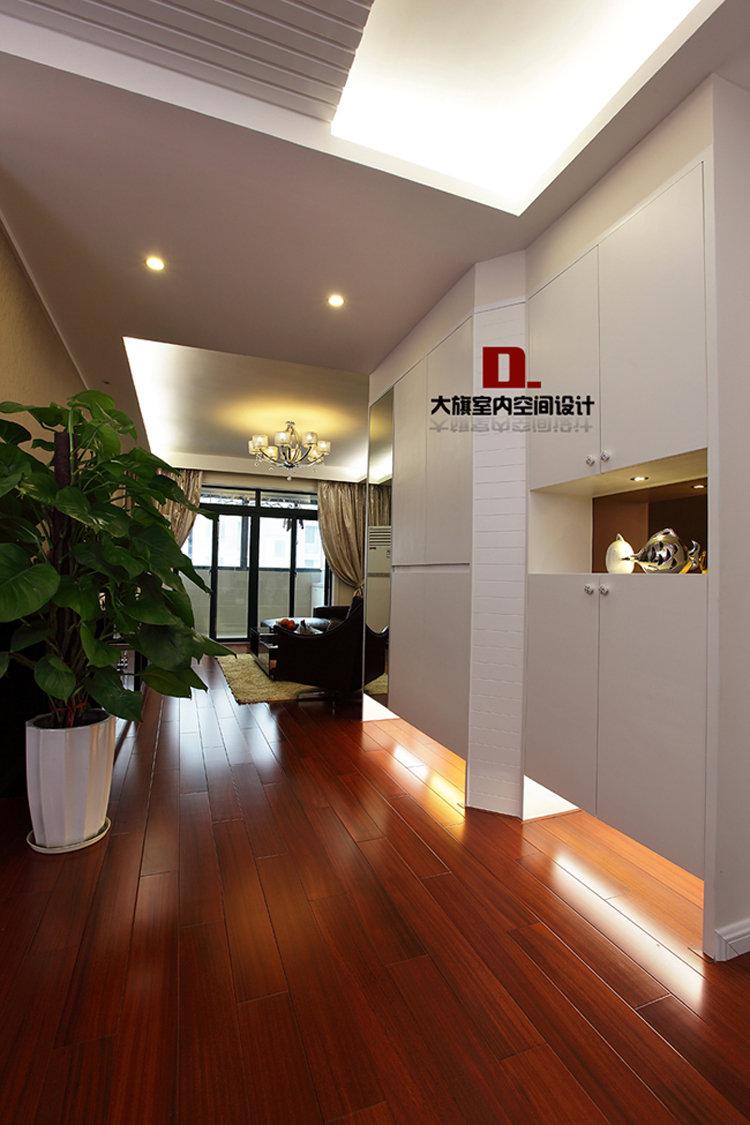 红木地板,白色家具