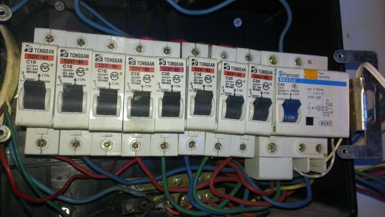 家庭电路空开的接线图