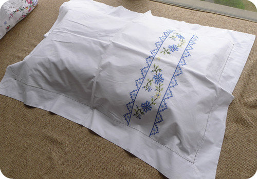 只看楼主 收藏 回复  地中海风手工十字绣枕头套,背面没有拉链,套头式