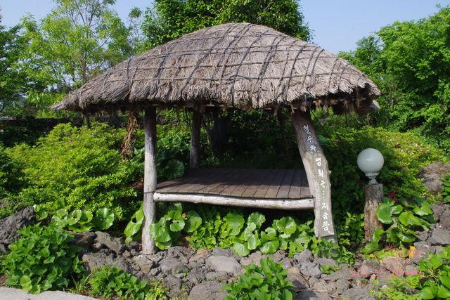 茅草屋,大概是休息亭吧
