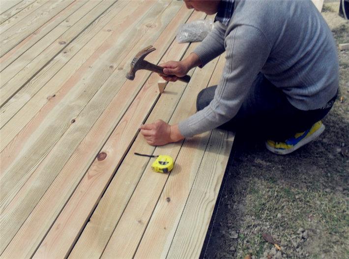 防腐木铺装开始