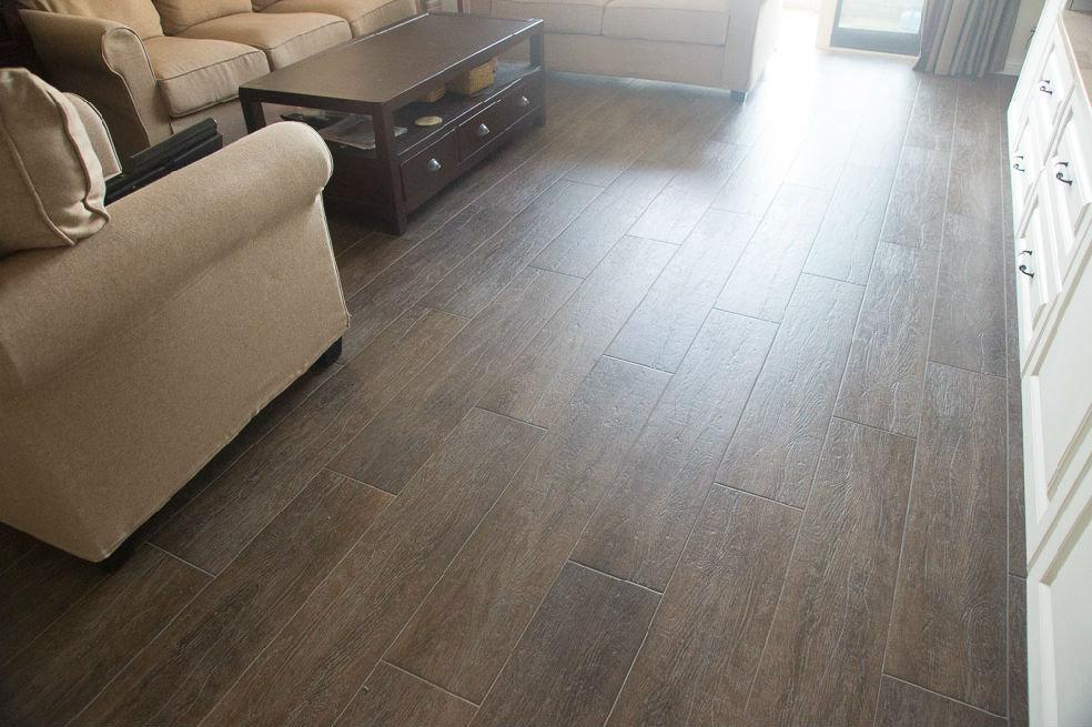 木纹砖+灰色填缝剂效果