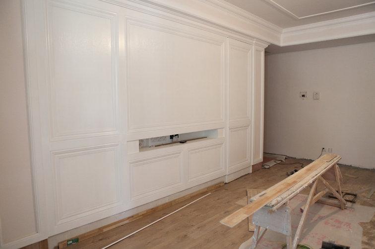 一楼的电视背景墙 通往地下室的暗门