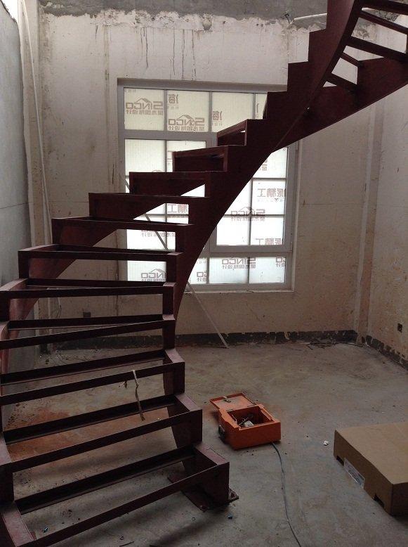 另外一个严重问题是钢结构楼梯