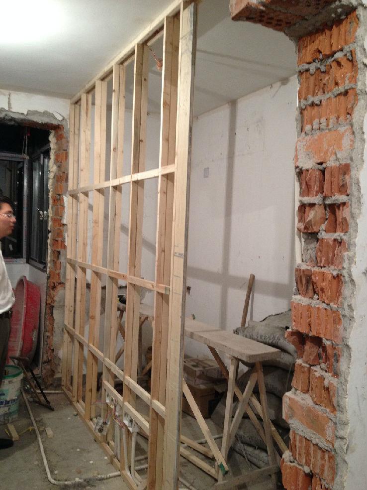 细木工板搭的卧室隔墙框架