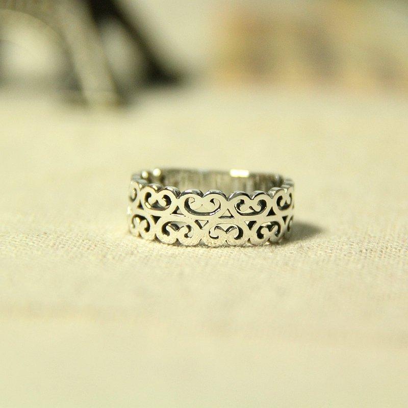 泰银 花纹 中性 戒指 指环   60元 有些夸张的花纹 像孙行者的紧箍咒