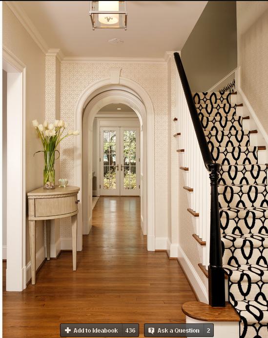 楼梯的包围准备采用护墙板和涂料的拼色处理图片