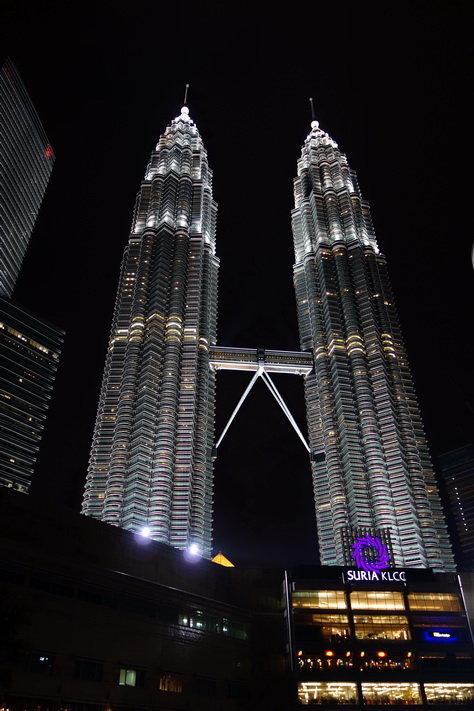 还是双子塔最灵,尤其夜色下;给这次的吉隆坡行画上个