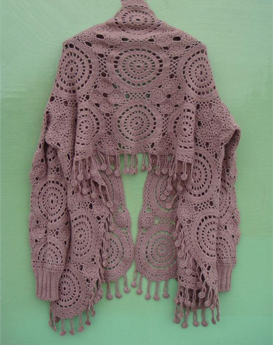 用羊绒手工钩织的欧款带袖披肩