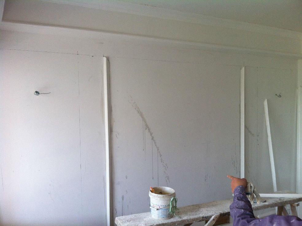 今天开始订背景墙和沙发墙的木线条和石膏线条