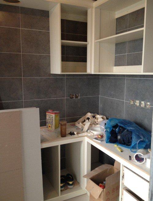 厨房,柜子是木工打的,用的是免漆实木板