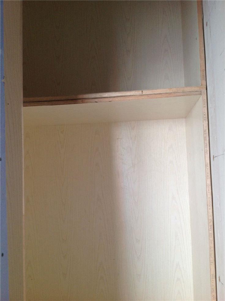 复式装修,现代简约风格,吊顶刷白完毕,淋浴房门已安装,地板即将高清图片