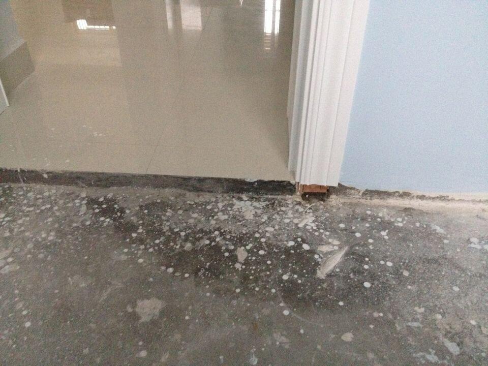卫生间漏水漏到卧室了!不知道什么原因