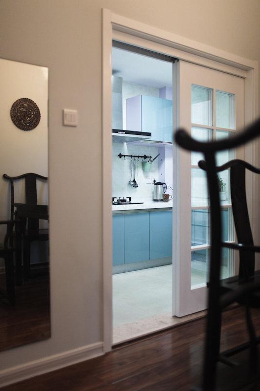 圖片里面,門檻石的效果不錯,是我想要的效果,略高于客廳木地板.