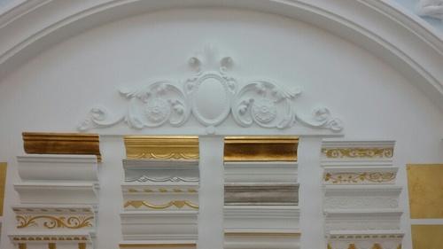 石膏线或实木线条造型