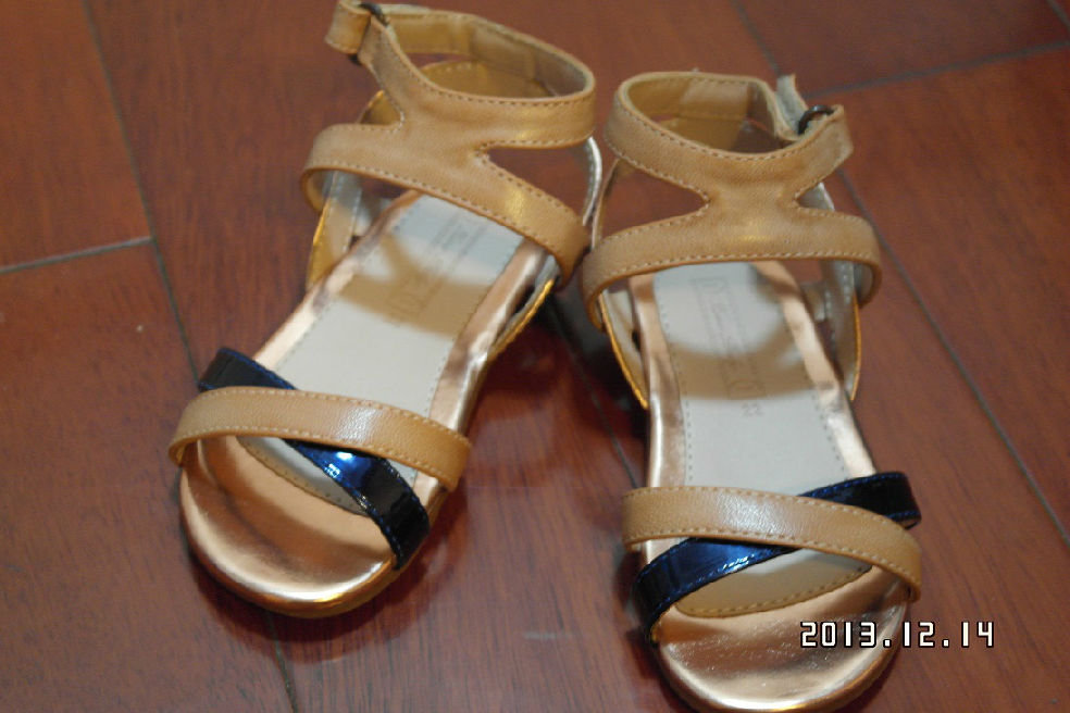 适合14-14.5脚长,小美女的皮鞋,miki、bp、nan美女搓妄衣服撮开图片