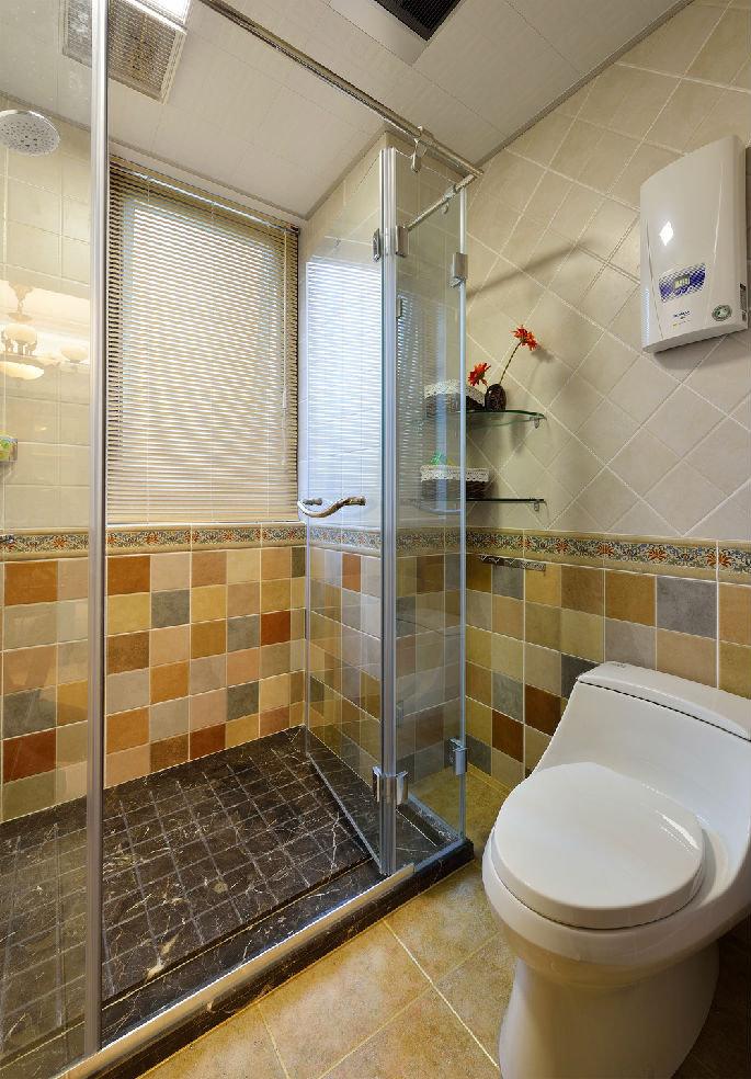 但淋浴房的大理石地面的花纹