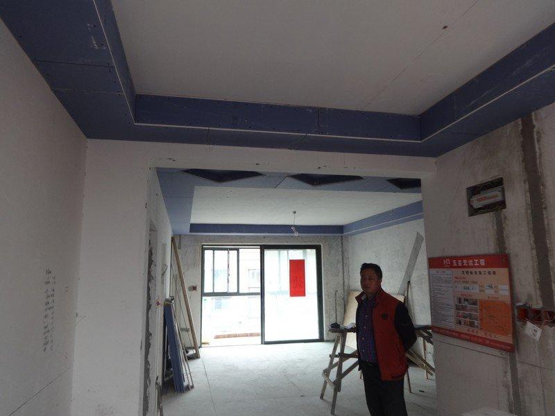 餐廳處拍,餐廳,走廊,客廳吊頂,地面石膏板保護起來的地磚