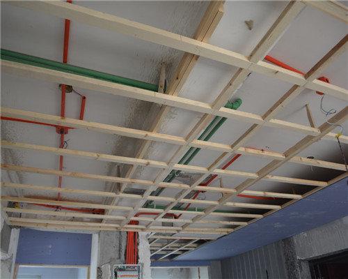 吊顶龙骨架和内部的施工相当不错