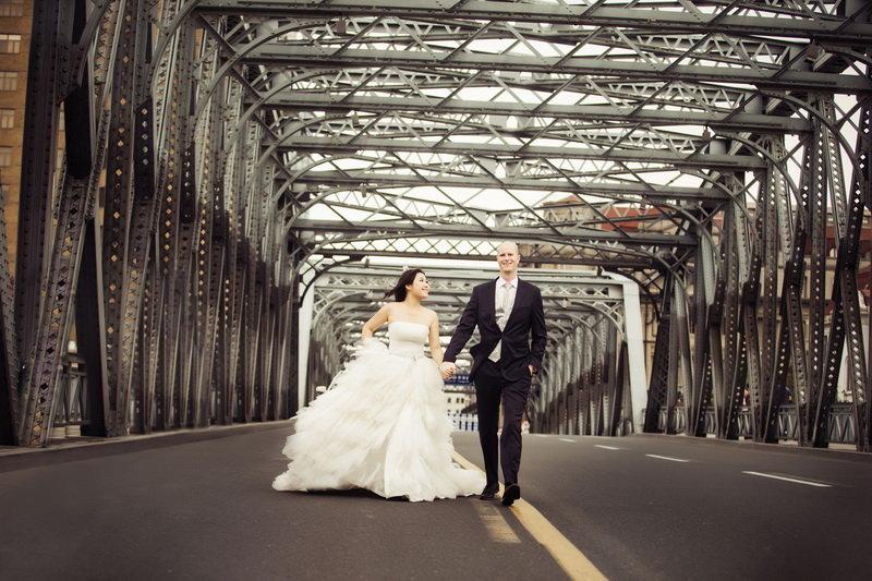 上海拍婚纱照_专门从国外飞到上海拍摄的婚纱照,大爱在外滩拍的照片