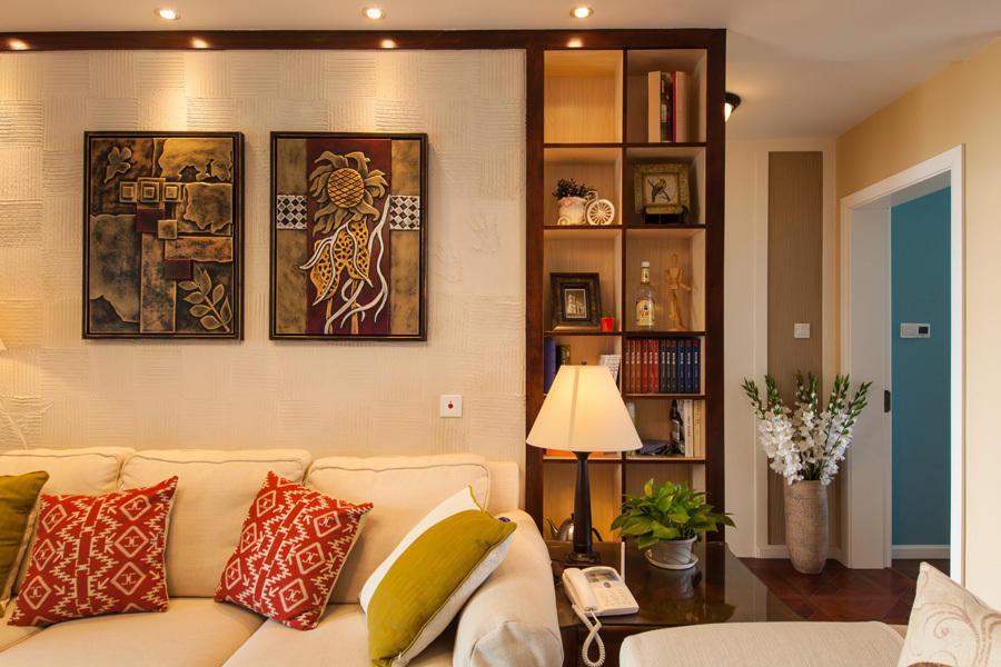 木质边框装饰背景墙,边角处留有一处展示柜.jpg