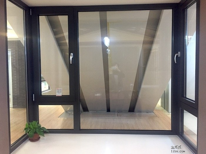 明窗飘窗1.JPG