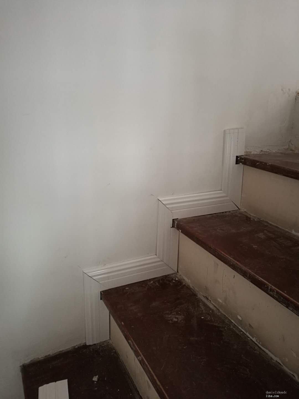 楼梯踢脚线.jpg